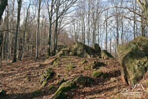 Kolejne formacje skalne na szlaku.