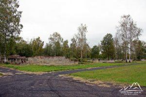 Ruiny baraków.
