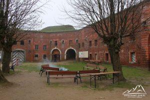 Dziedziniec fortu.