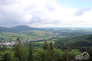 Panorama, a z lewej Kremenac.