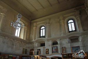 Wnętrze synagogi.