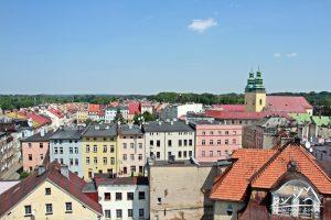Widok w kierunku rynku i kościoła św. Wawrzyńca.