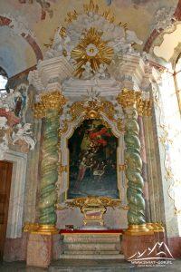 Jeden z ołtarzy w mauzoleum