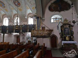 Kościół Bożego Ciała - ambona w kształcie łodzi.