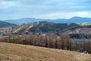 Zbliżenie - z lewej Trójgarb, z prawej Chełmiec.